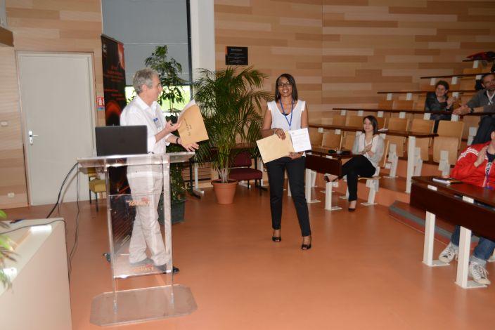 Remise du Prix Meilleure communication jeune chercheur à Hadia MOINDJIE (Labo François Vialard)
